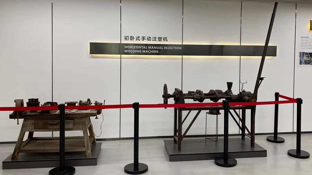 Shantou Chenghai manual injection molding machine